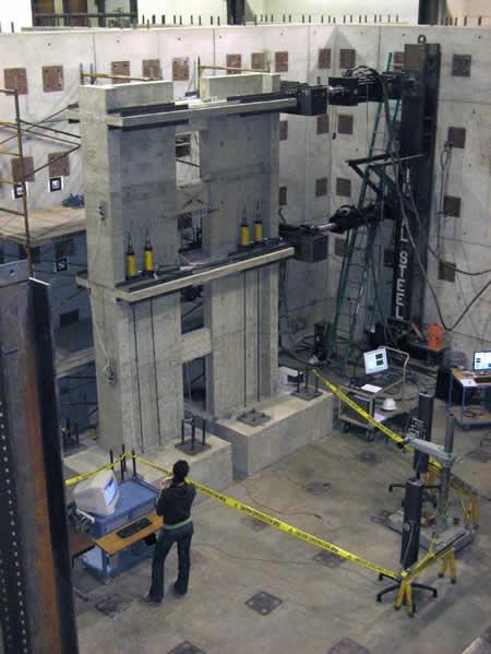 Réplica de un edificio para simular terremotos y probar la tolerancia al mismo - Imagen de la Universidad de Michigan