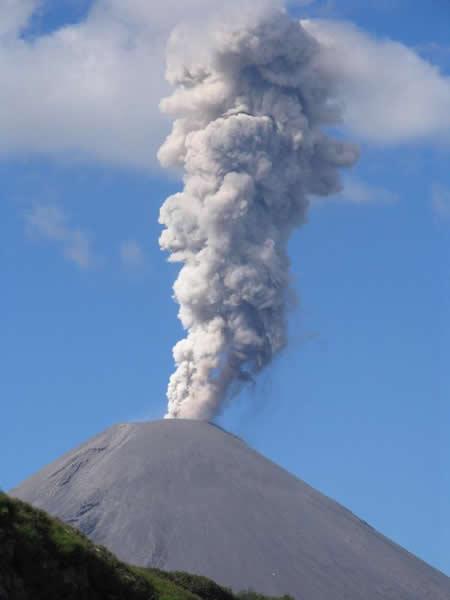 Volcán de Siberia liberando grandes cantidades de dióxido de azufre - Imagen de Science Daily