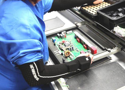 Mangas que permiten monitorear a los obreros