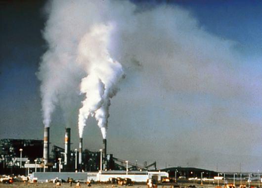 La industria produce gran cantidad de gases nocivos