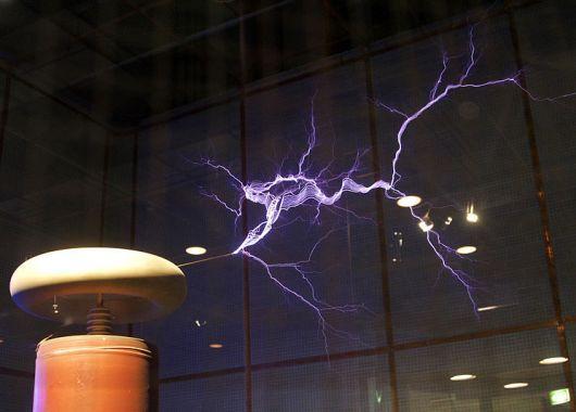 Rayos creados con una bobina Tesla