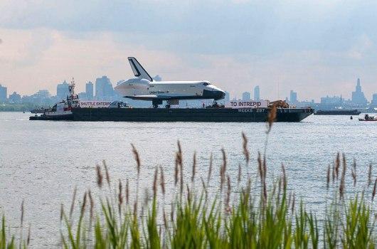 Enterprise viaja al Intrepid