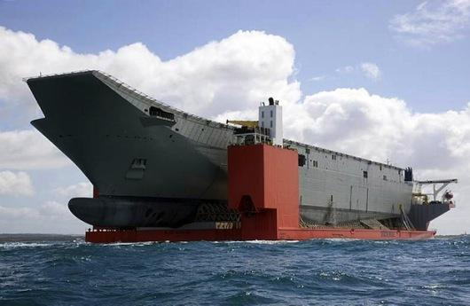 MV Blue Marlin y HMAS Canberra