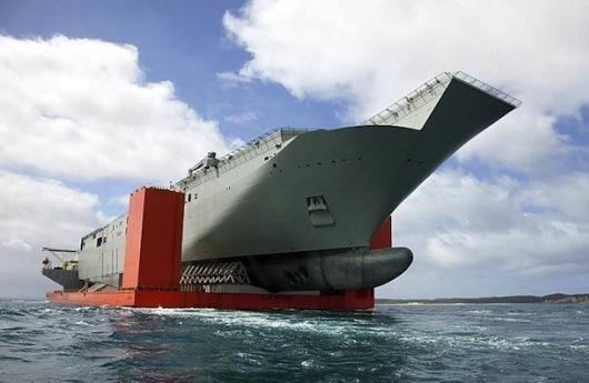 HMAS Canberra y MV Blue Marlin