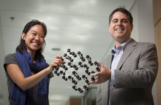 Investigadores creadores del vidrio más delgado del mundo