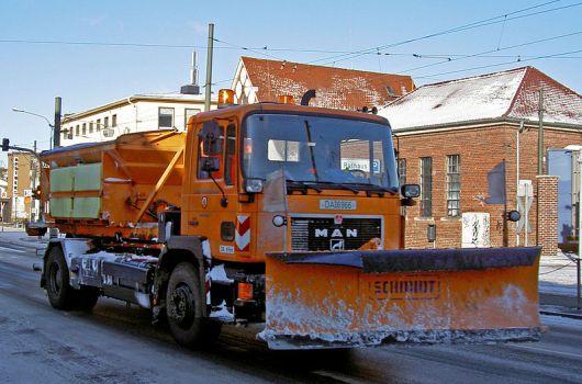 Camión quitanieve de gran tamaño