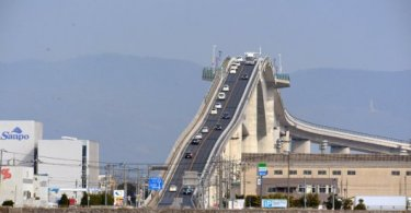 puente-inclinado-japon